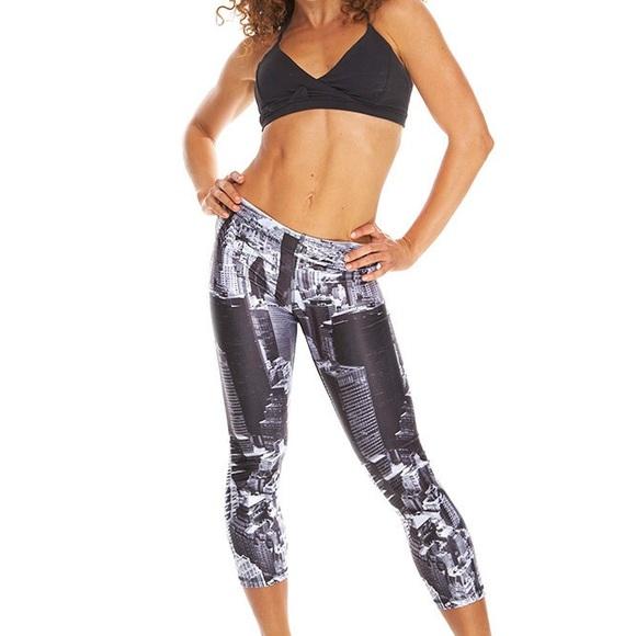 Zara Terez Pants - Ladies NYC Zara Terez Crop Leggings, Size Small
